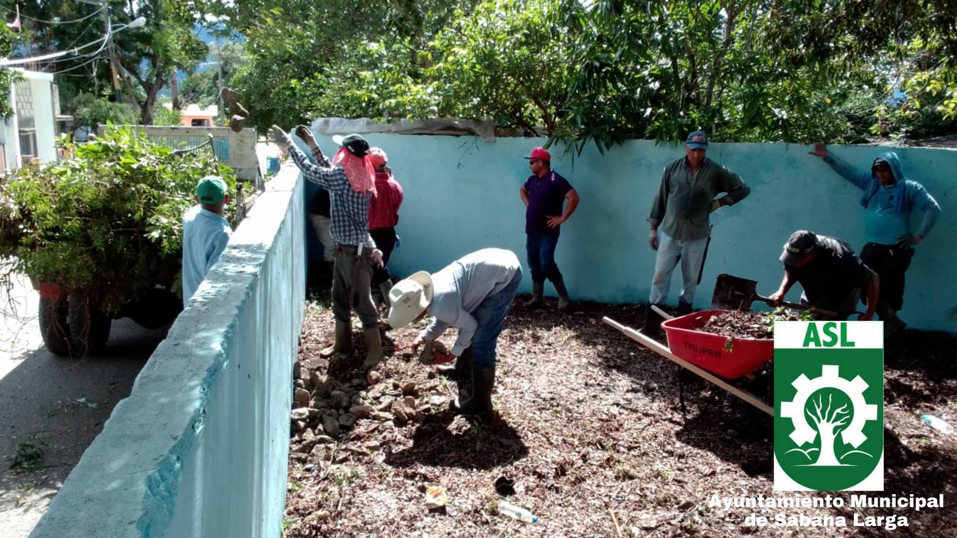 Brigadas de Ornato Realizan Jornada de Limpieza en el Sector Sabana Larga Abajo