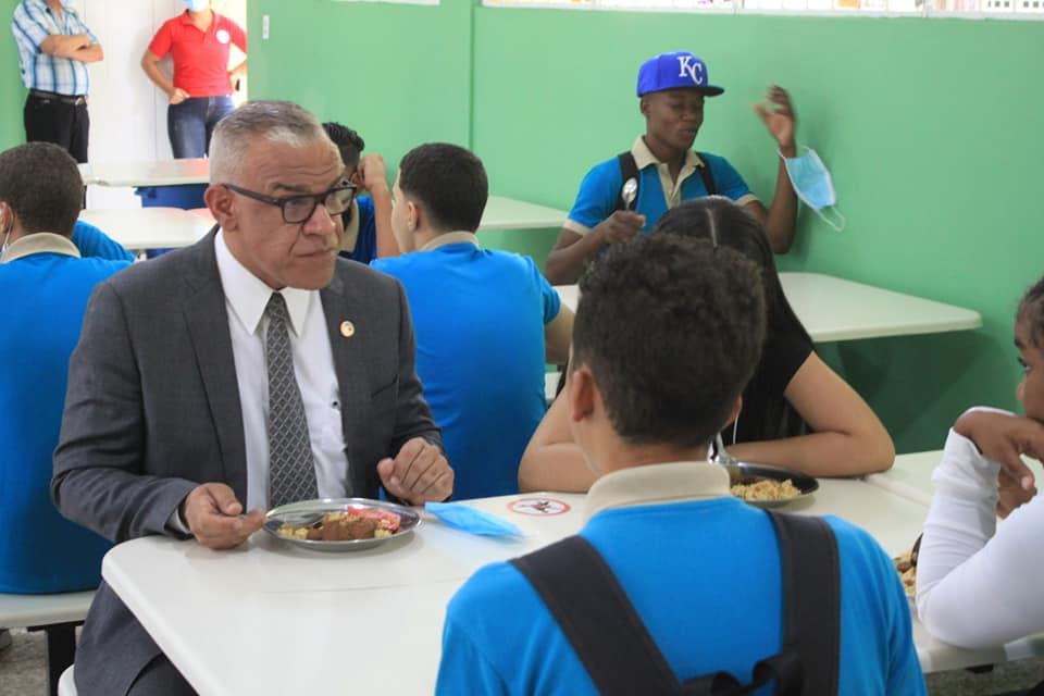 Almuerzo Junto a Estudiantes del Liceo Ángel Emilio Casado